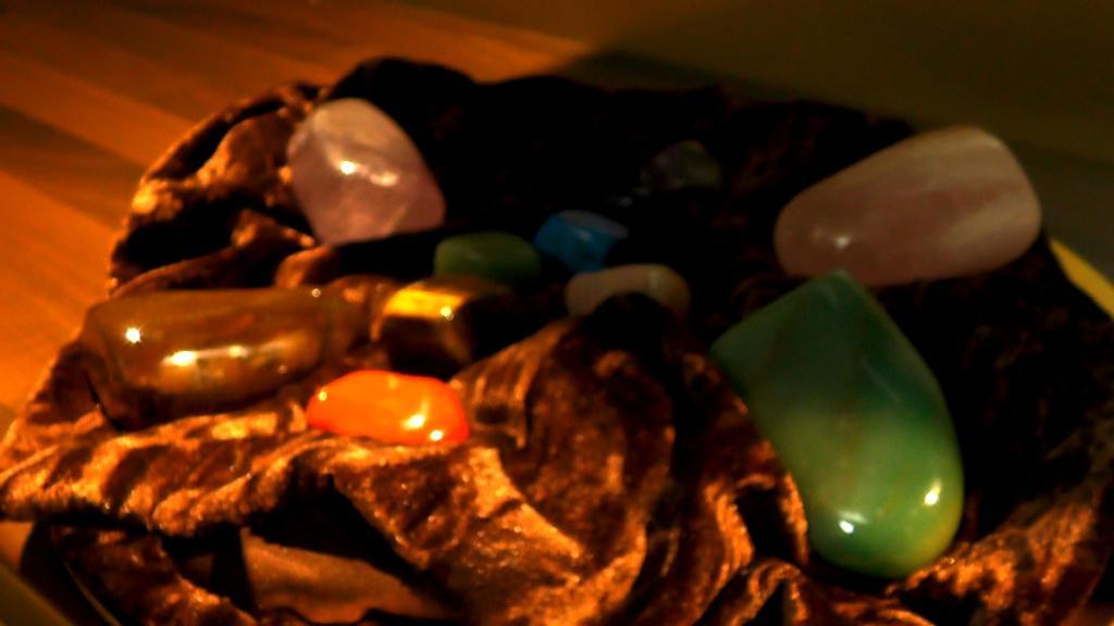 Crystals at Christmas V2 sub 03 – Zen Ten Spa